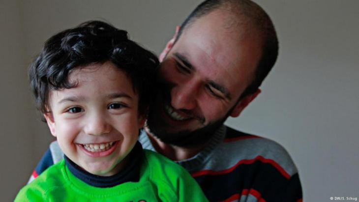 Alaa Houd and his son Gabriel (photo: Deutsche Welle)