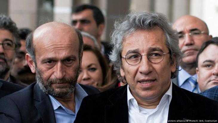 Journalists Can Dundar and Erdem Gul (photo: Vedat Arik/Cumhuriyet/AP)