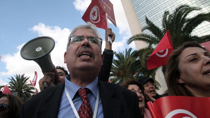 La Manouba University staff and students demonstrate (photo: DPA)