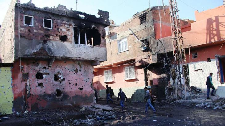Destruction resulting from the military campaign in the Kurdish city of Diyarbakir (photo: Murat Bayram)