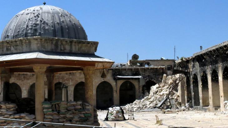 Aleppo′s Umayyaden Mosque, badly damaged by the fighting (photo: Getty Images/AFP/Jalal Al-Halabi)