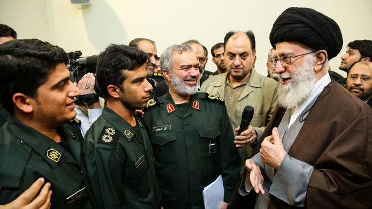 Iran's spiritual leader Ali Khamanei meets members of the corps of Revolutionary Guards on 24.01.2016 (photo: MEHR)