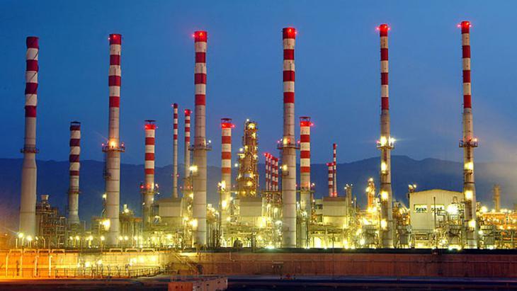 Oil refinery in Abadan, Iran (photo: Shana)
