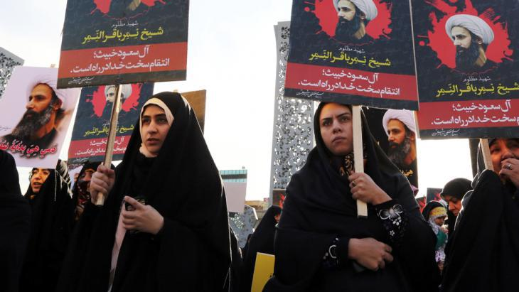 Protesters in Tehran demonstrate following the execution of the Shia cleric Nimr al-Nimr by Saudi Arabia (photo: Getty Images/AFP/A. Kenare)