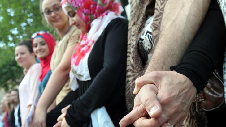Flashmob against anti-Semitic prejudice in Berlin (photo: picture-alliance/dpa/Wolfgang Kumm)