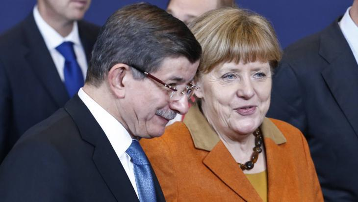 Angela Merkel and Ahmet Davutoglu at the EU-Turkey summit in Brussels (photo: Imago/Xinhua)
