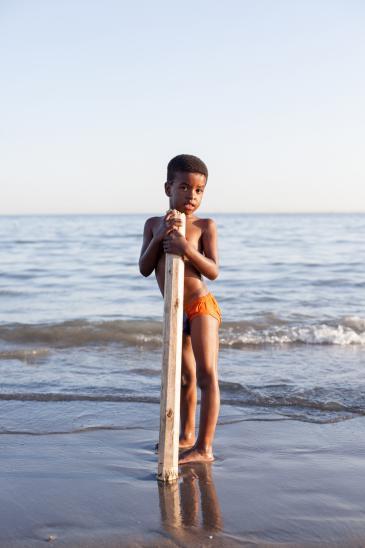 Afro-Iranian boy on the Persian Gulf (photo: Mahdi Ehsaei)