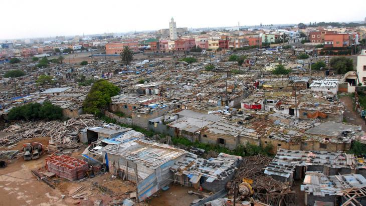 View of a slum on the outskirts of Casablanca, Morocco (photo: picture-alliance/dpa)