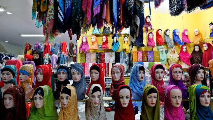 Hijab window display in Jakarta, Indonesia (photo: dpa/Mast Irham)