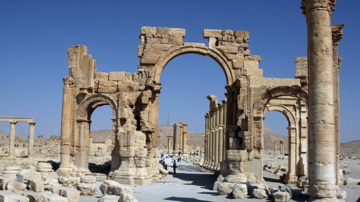 Palmyra′s triumphal arch (photo: Louai Beshara/AFP/Getty Images)