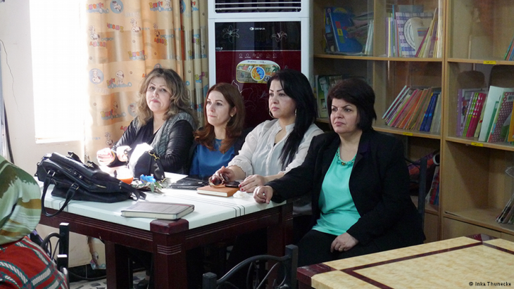 Four Kurdish women participating in the writing workshop in Basra in southern Iraq (photo: Inka Thunecke/DW)