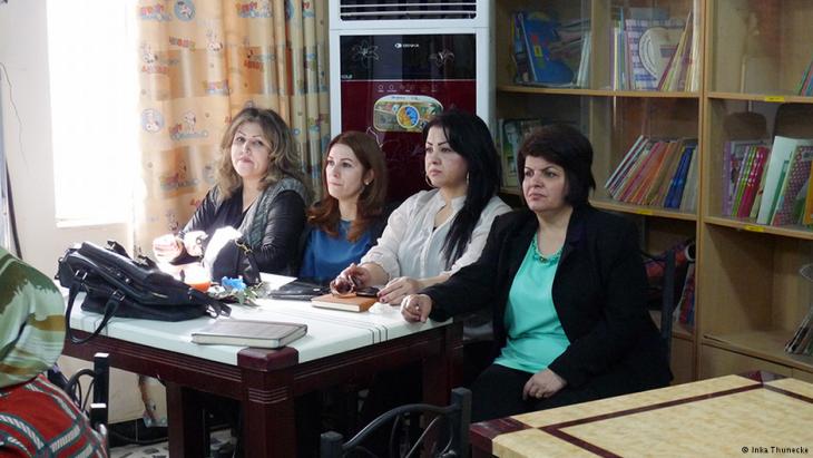 Four Kurdish women participating in the writing workshop in Basra in southern Iraq (photo: Inka Thunecke/DW)