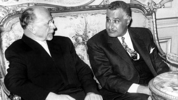 The secretary-general of East Germany′s ruling SED party Walter Ulbricht in talks with the Egyptian President Gamal Abdel Nasser on 24 February 1965 at the president′s official residence, the Kubbeh Palace in Cairo (photo: picture-alliance/dpa/Z. Nagati)