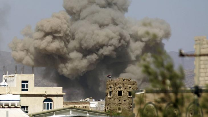Saudi airstrikes in the Yemeni capital, Sanaa (photo: Getty Images/AFP/M. Huwais)