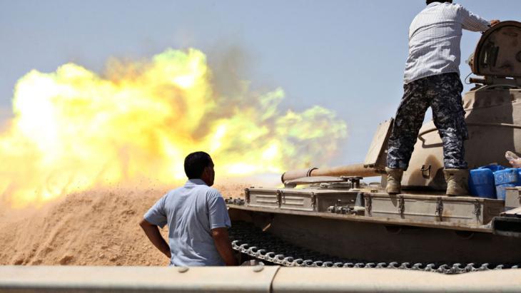 Fighting between rival militias west of Tripoli (photo: Reuters)
