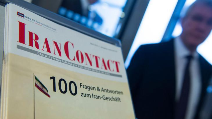 Brochure about investing in Iran at the German-Iranian Business Forum in Berlin (photo: Getty Images/AFP/J. MacDougall)