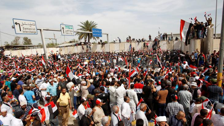 Supporters of Muqtada al-Sadr in Baghdad′s Green Zone (photo: Reuters/K. al Mousily)