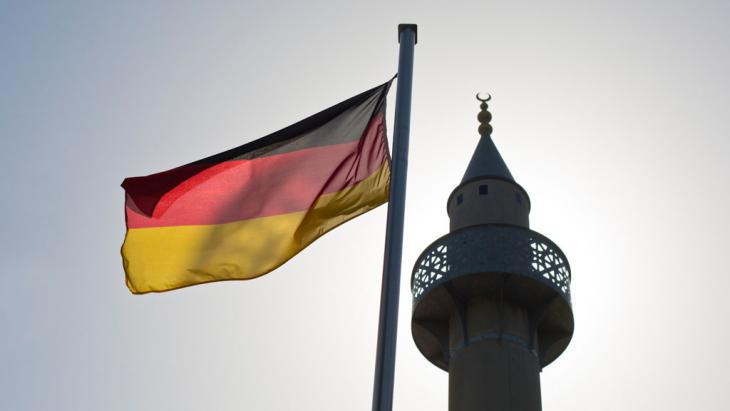 Symbolic image of Islam in Germany (photo: picture-alliance/Frank Rumpenhorst)