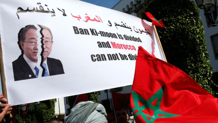 """Protests against UN Secretary General Ban Ki-Moon in March 2016, following his """"last colony in Africa"""" comment about the Western Sahara (photo: picutre-alliance/AP/A. Bounhar)"""