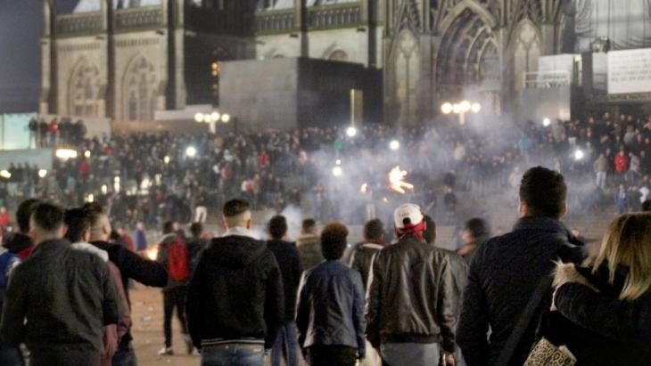 New Year's Eve 2015 on the square in front of Cologne Cathedral (picture-alliance/dpa/M. Boehm)