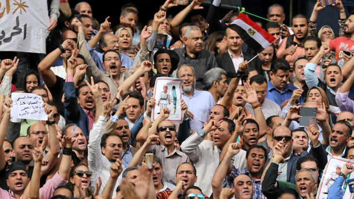 Egypt′s journalists protesting on 4 May 2016 against the arrest of two colleagues in Cairo (photo: Reuters)