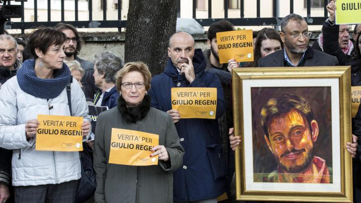 ″Truth for Giulio Regeni!″ – protesters in front of the Egyptian Embassy in Rome (photo: picture-alliance/dpa/M. Percossi)