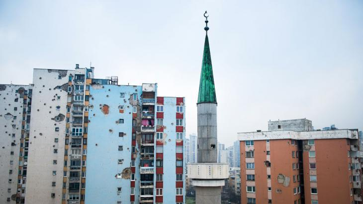 Mosque in Sarajevo′s Alipasino Polje district (photo: Ruben Neugebauer)