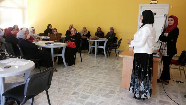 ″Violence against women″ training seminar in the Jordanian town of Karak (photo: Omama Al Shameilah)