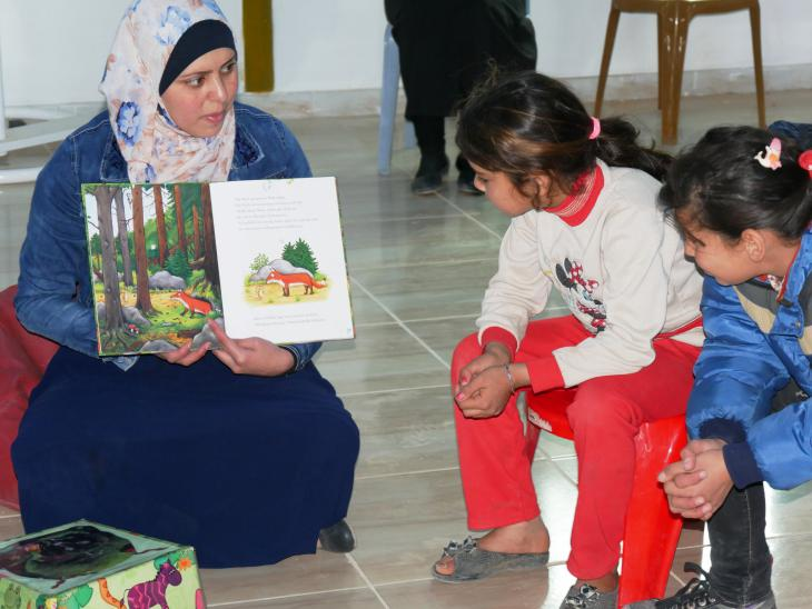"Reading ""Tzhe Gruffalo"" to a group of refugee children (photo: Dana Ritzmann)"