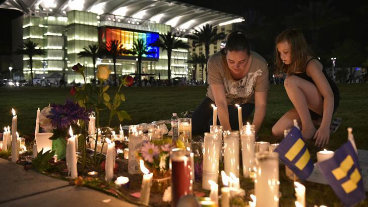 Grieving the victims of Orlando (photo: Getty Images/AFP/M. Ngan)