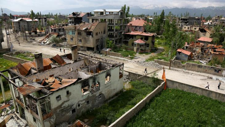 Destruction in Yuksekova following fighting between the Turkish army and Kurdish militants (photo: Reuters/S. Kayar)
