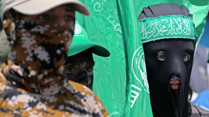 Masked members of Hamas in Gaza (photo: picture-alliance/dpa/M. Saber)