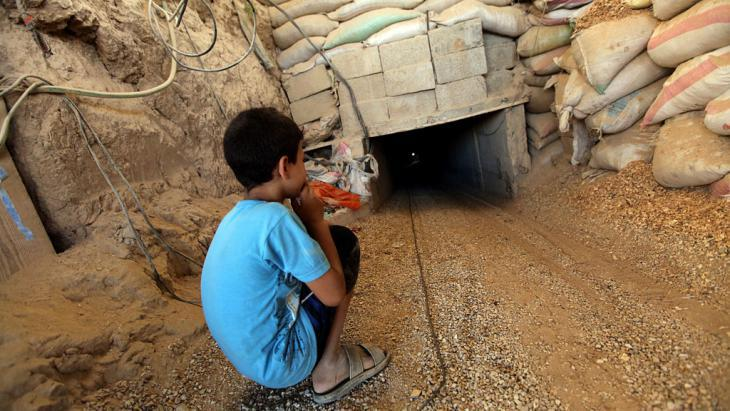Tunnel connecting the Gaza Strip and Rafah (photo: picture-alliance/dpa)