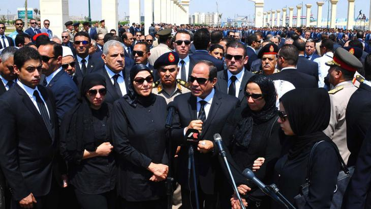 Abdel Fattah al-Sisi speaks at the funeral of the Attorney-General Hisham Barakat in Cairo (photo: picture-alliance/dpa/ Egyptian Presidency)