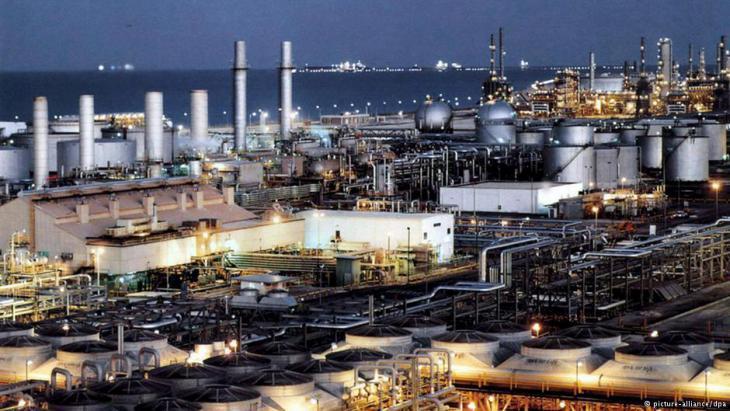 Oil refinery (photo: DW)