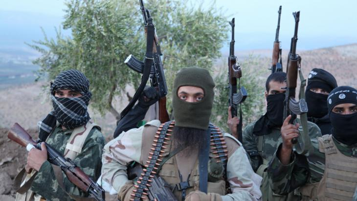 IS fighters in Syria (photo: picture-alliance/ZUMA Press/M. Dairieh)