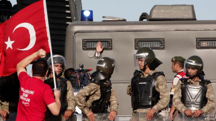 Im Ergenekon-Prozess Mitte 2013 wurden hunderte Militärs wegen angeblicher Putschpläne angeklagt; Foto: Reuters