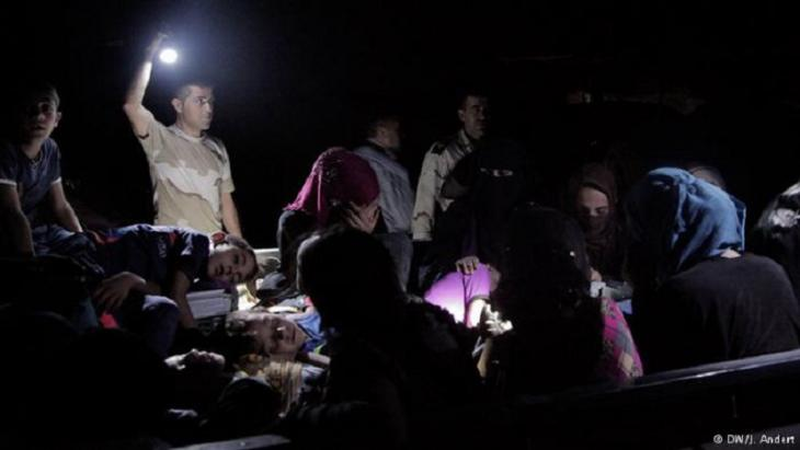 Refugees at night; photo: DW