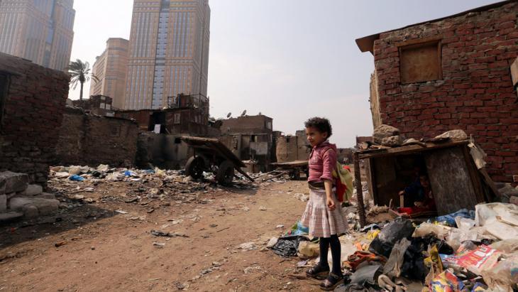 Slum in Cairo′s Ramlet Bulaq neighbourhood (photo: picture-alliance/dpa/K. Elfiqi)