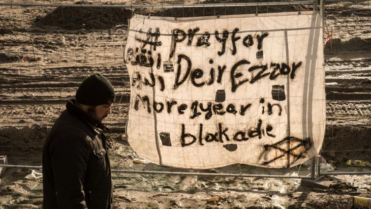 Solidarity campaign in ″The Jungle″ near Calais for the residents of Deir ez-Zor on 7 December 2015 (photo: Getty Images/AFP/P. Huguen)