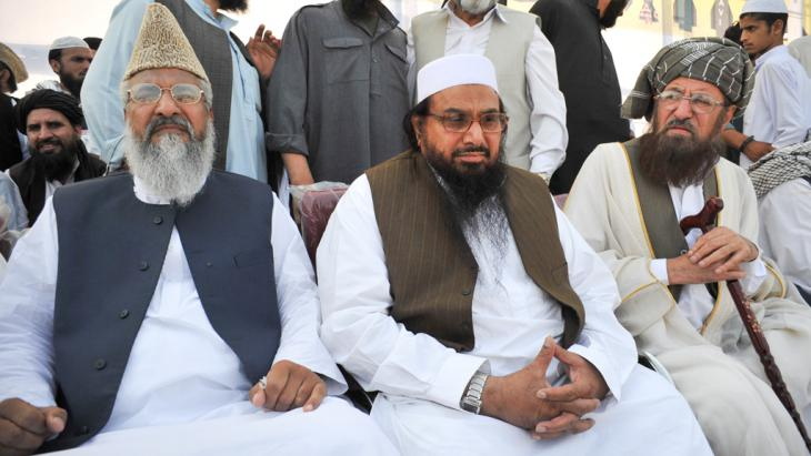 Sipah leader Muhammad Ahmed Ludhianvi (left) attending a rally against the reopening of NATO supplies to Afghanistan in Peshawar, 15 April 2012 (photo: Getty Images/AFP/A.Majeed)