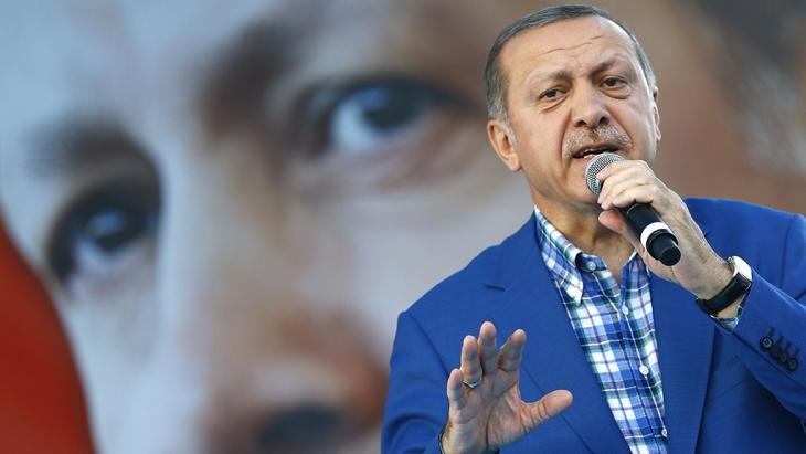 Erdogan addresses a mass rally of supporters in Gaziantep on 28 August 2016 (photo: picture-alliance/dpa/S. Suna)