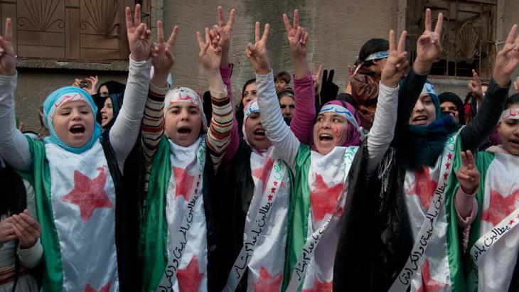 Demonstration against the Assad regime in a suburb of Homs, 27.12.2011 (photo: AP)