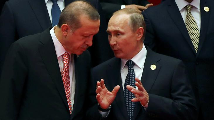 Russian president Vladimir Putin and Recep Tayyip Erdogan in conversation at the G20 summit in Hangzhou, China, 04.09.2016 (photo: Reuters/D. Sagolj)