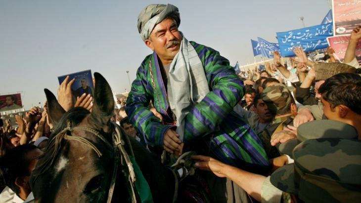 General Abdul Rashid Dostum during an election campaign in Kabul (photo: Getty Images/P. Bronstein)