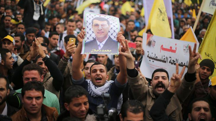 Pro-Mohammed Dahlan rally in Gaza  on 18.12.2014 (photo: Reuters/Mohammed Salem)