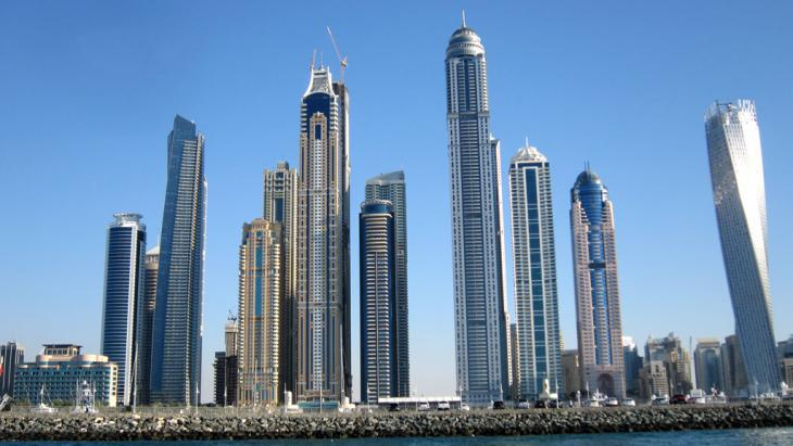 View of Dubai and the skyscrapers around the marina (photo: picture-alliance/Geisler-Fotopress)