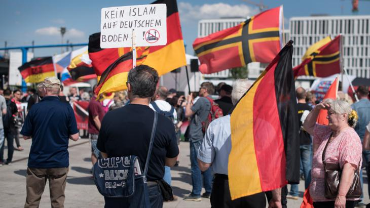 Right-wing demonstration on 07.05.2016 in Berlin (photo: picture-alliance/dpa/B. von Jutrczenka)