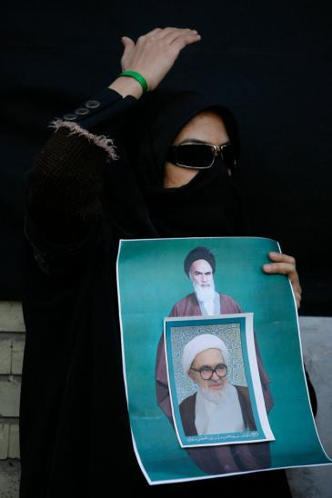 Demonstrator displaying a photo of Hussein-Ali Montazeri during anti-Ahmadinejad protests in summer 2009 (photo: AP)