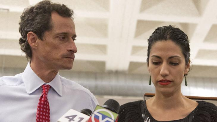 Anthony Weiner and Huma Abedin during a press conference in New York (photo: picture-alliance/dpa/EPA/A. Kelly)